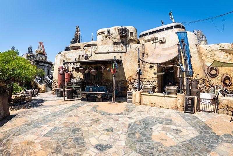 Is Star Wars Land S 200 Lightsaber Worth It Disney Tourist Blog Disney Tourist Blog Disneyland Tickets Star Wars