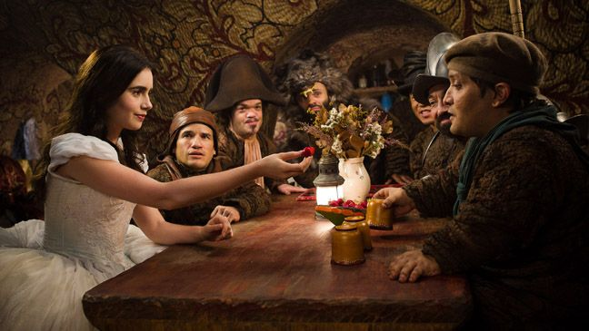 Snow White (Lily Collins) & the Seven Dwarfs in Mirror Mirror ...