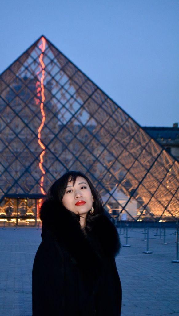 Belle@Paris : fin de journée devant la pyramide!