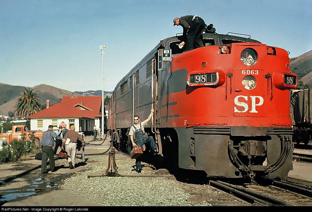 Pin By Thomas Fender On Diesel Union Pacific Railroad Railroad Photos Scenic Railroads