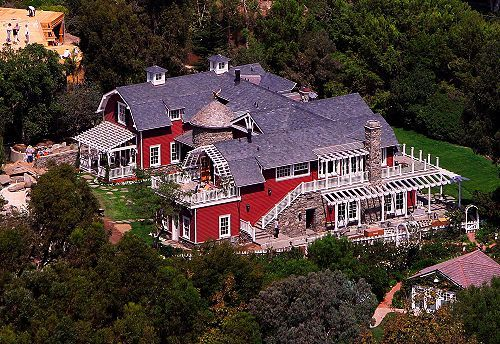 Barbara Streisand S Malibu Home She Designed Celebrity Houses Malibu Homes Expensive Houses,How To Update Maple Kitchen Cabinets Without Painting