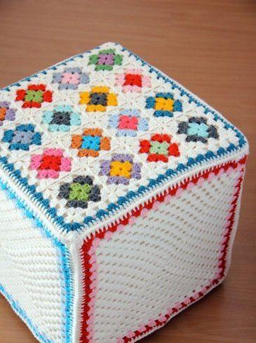 Resultados de la Búsqueda de imágenes de Google de http://www.decorarmihogar.com/wp-content/uploads/2011/06/funda-crochet-puf.jpg