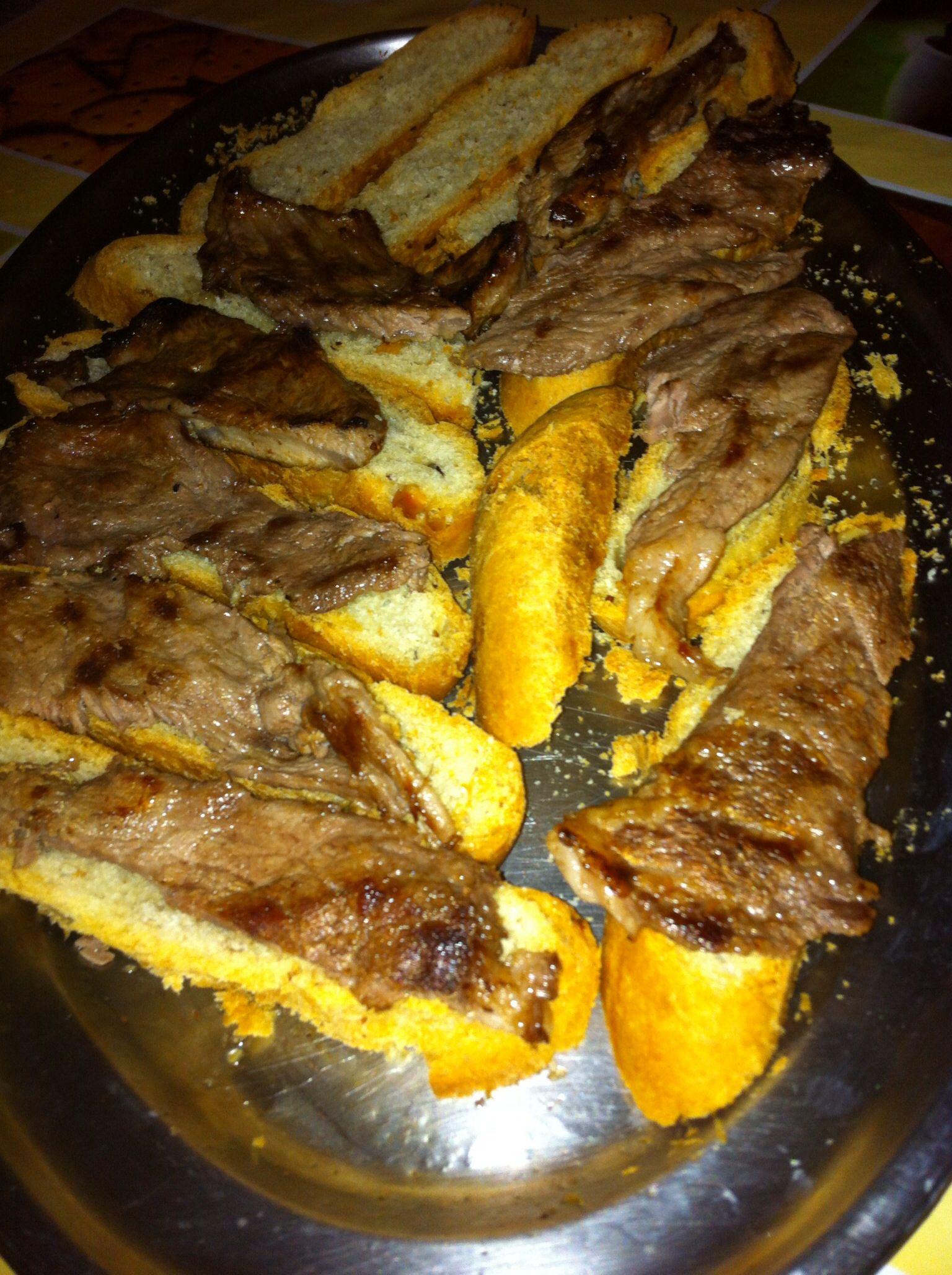 Pluma ibérica en tostas de pan de campo