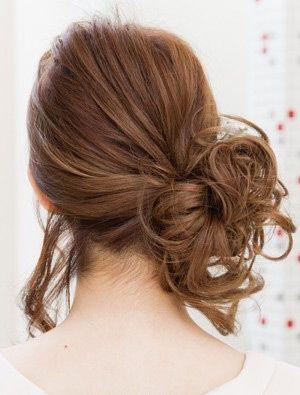 自分でできる髪型 ミディアムヘアのサイドにまとめるハーフアップ