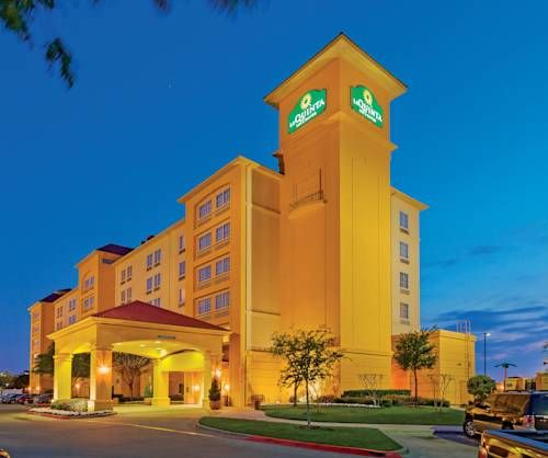 La Quinta Inn Suites Arlington North Six Flags Drive Arlington Texas Six Flags Over Texas Is Less Than Half A Mile Arlington Hotel Days Hotel Top 10 Hotels