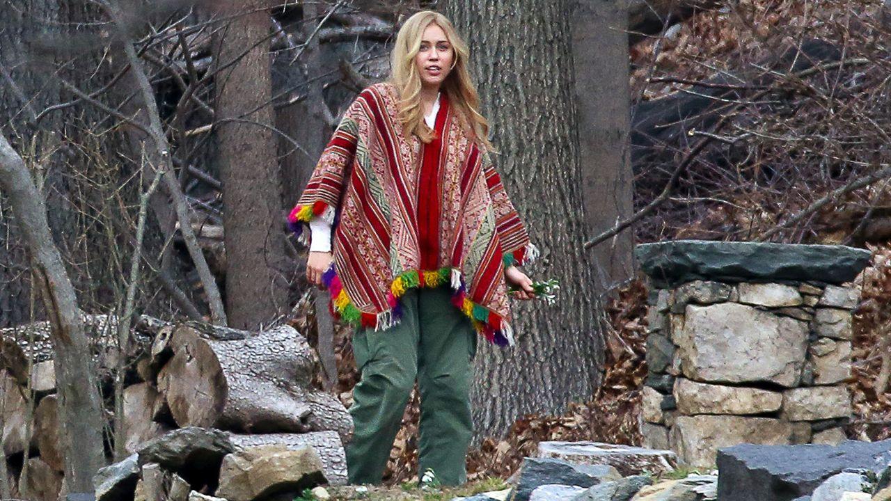 Miley Cyrus giving Hannah Montana homage & Zayn Malik showing off ...