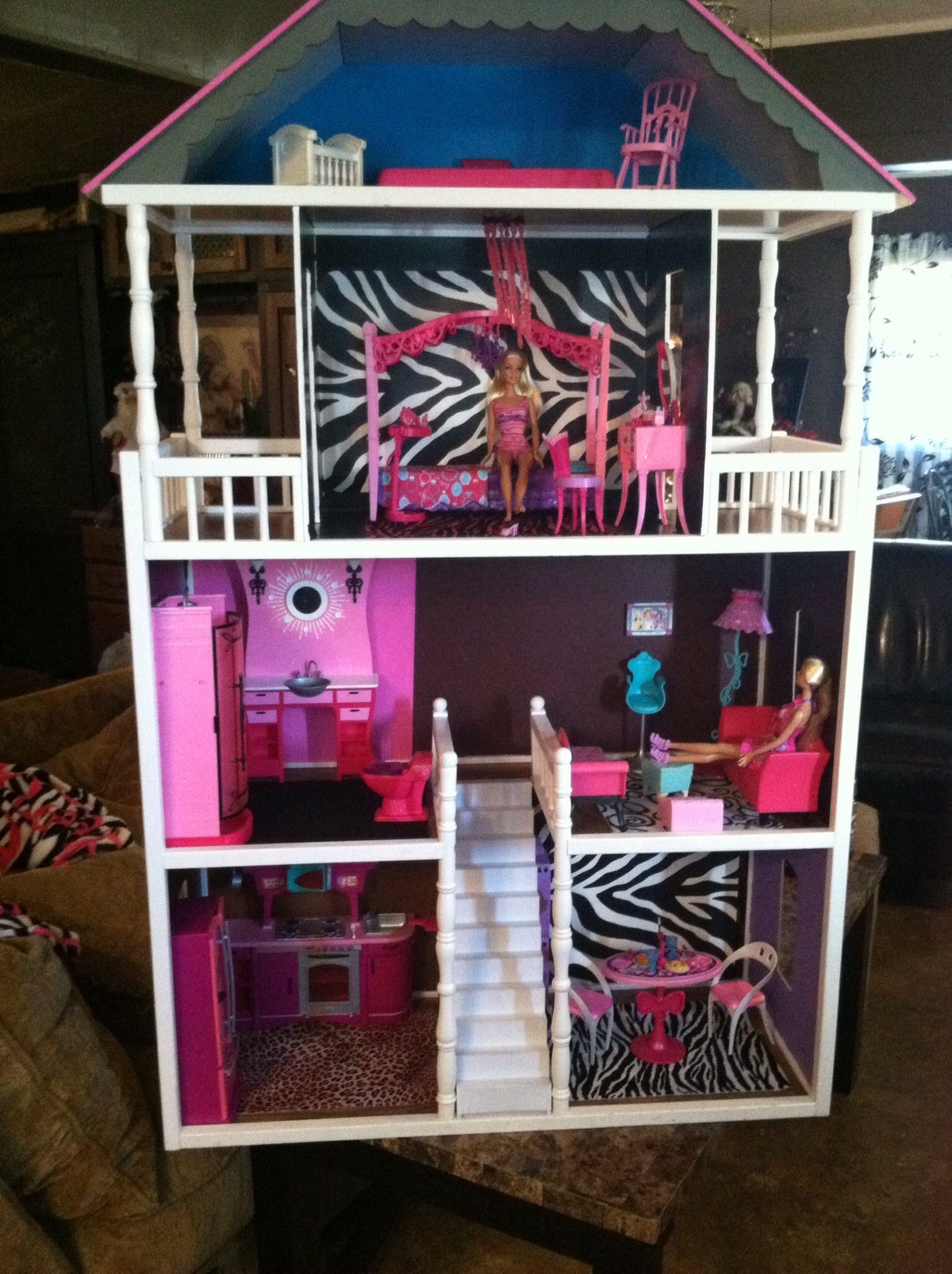 10 awesome barbie doll house models - Barbie Doll House Redone