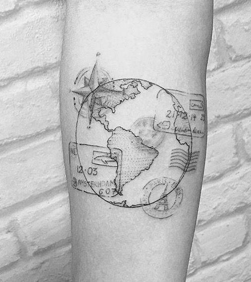 Eu sou louca pelo Brasil, tenho muito orgulho de ter nascido em um Pais com uma cultura tão rica e com tantas belezas naturais. Há 3 anos resolvi marcar esse amor na pele. Meu mapinha do Brasil, é …