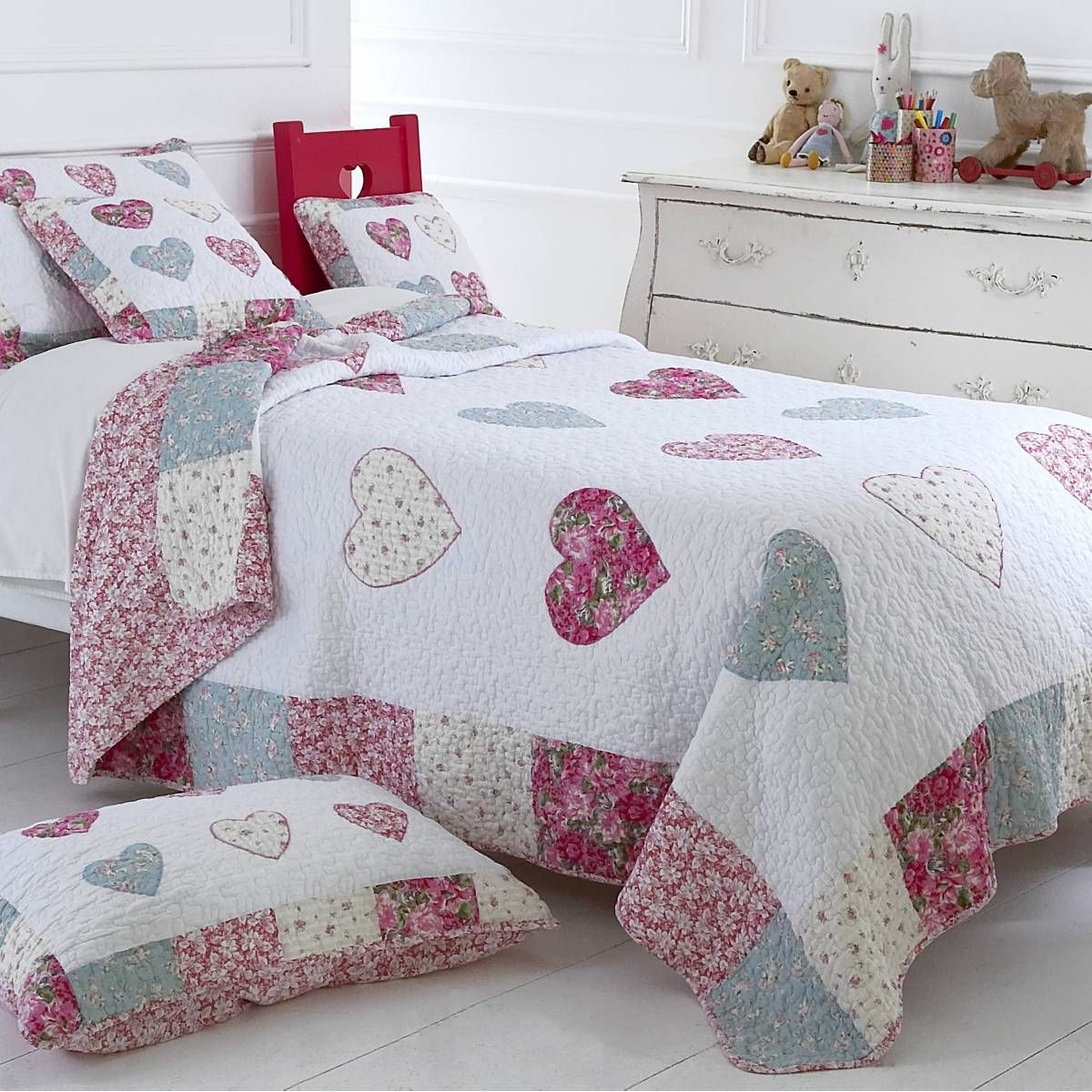 heart quilts girls bedding bella pink floral. Black Bedroom Furniture Sets. Home Design Ideas