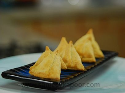 Keema aloo samosa oriental cusine pinterest sanjeev kapoor how to make keema aloo samosa samosas stuffed with a spicy mutton mince and potato mixture forumfinder Images