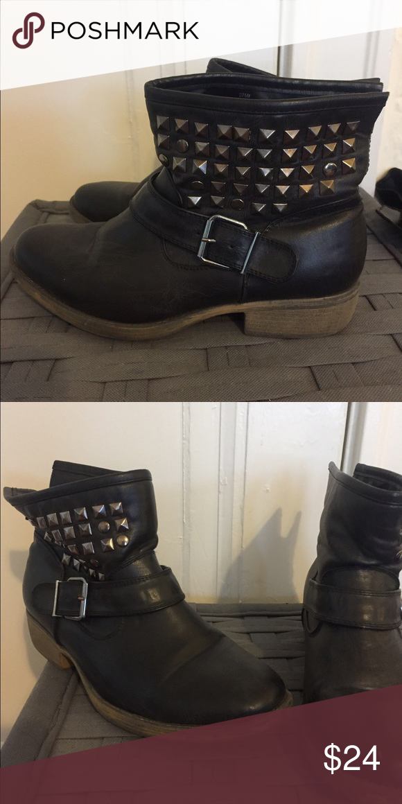 Vintage studded ankle boots sz 7.5 (can fit 8) Super cute preloved great condition Shoes Ankle Boots & Booties