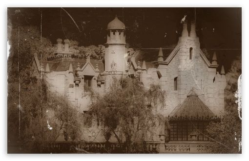Pin by Matthew Taylor on trees Haunted mansion, Mansions