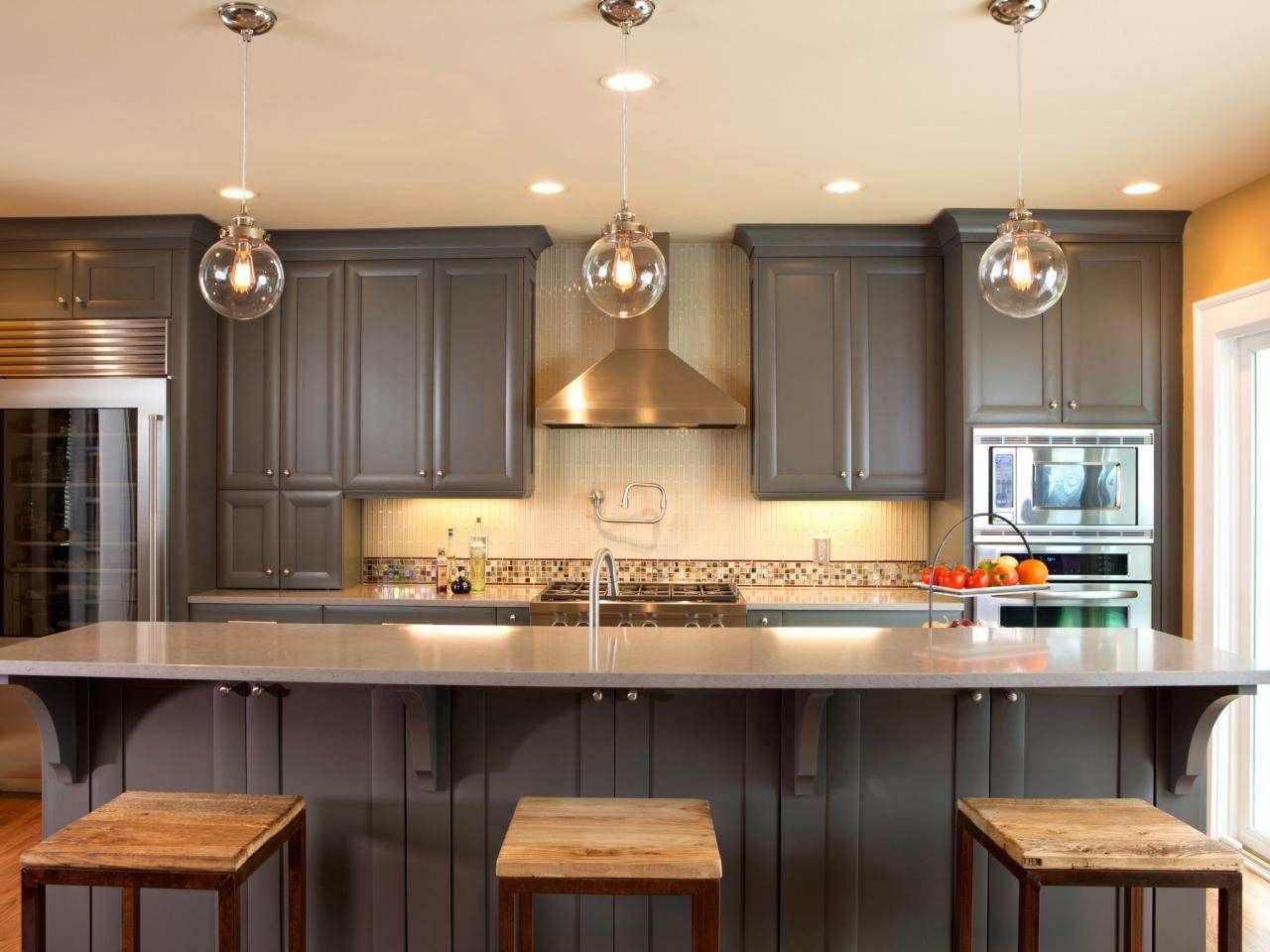 Natural Design Of The Kitchen Paint Color With Maple Cabinets And Woodern Floor Jpg 1 500 1 000 Pixels Kitchen Design Popular Kitchen Colors Blue Kitchen Walls