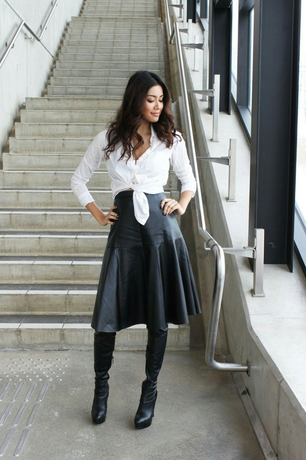 01d24e29fee2 High waisted black leather flared midi skirt and black boots outfit ...