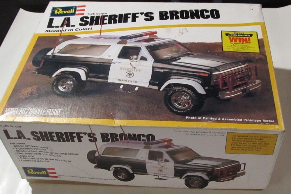 REVELL L A  SHERIFF'S BRONCO 1/25 SCALE MODEL KIT 1980 BOX