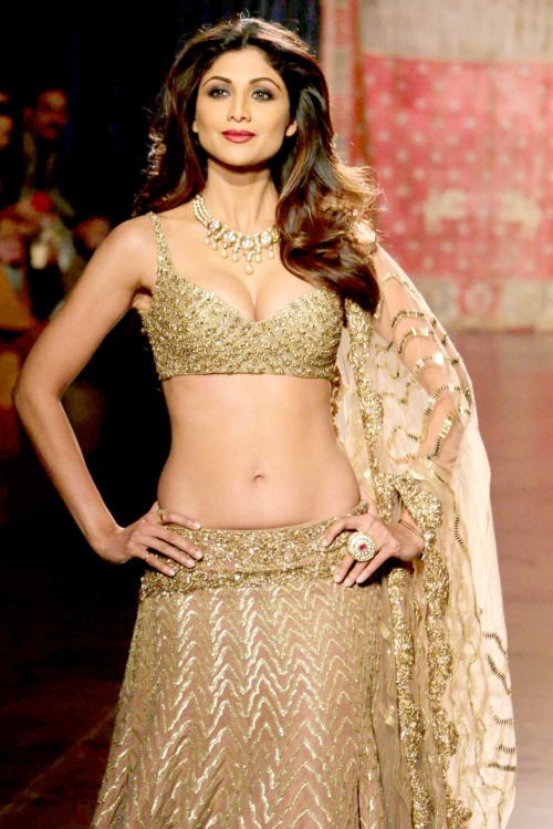 Shilpa Shettys Sexy Abs Through The Years Yahoo Celebrity India