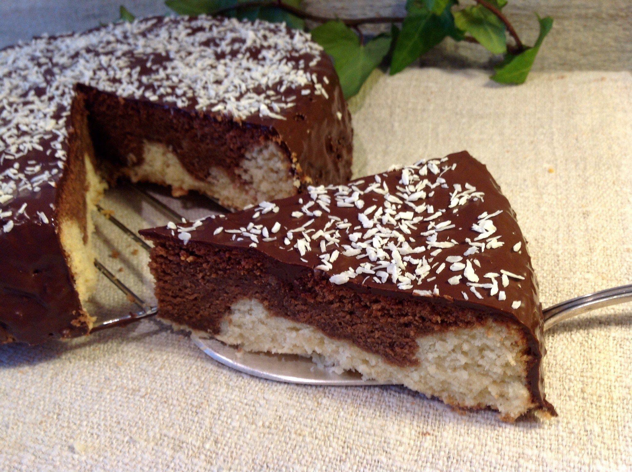 Für alle Kokosliebhaber ist ser Kuchen genau der Richtige Ein herrlich saftiger Kuchen mit Kokosmilch Kokosraspeln und einem Schokoladenüberzug