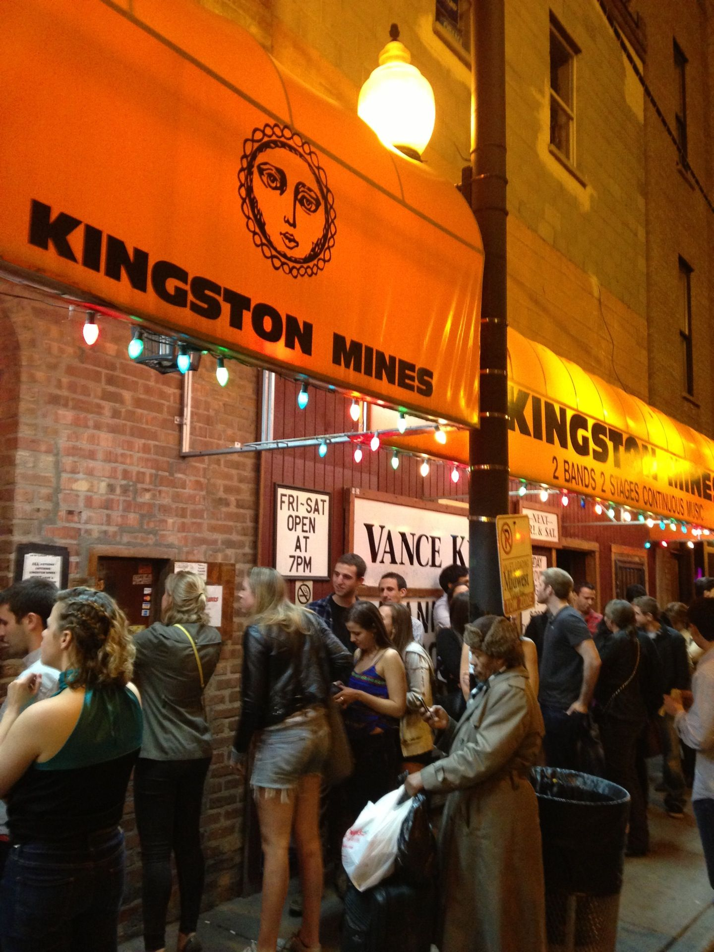 kingston mines dating Meet single gay men in norris are you single in norris and looking for your true love or would you just like someone new to go to a craft beer pub with tomorrow night.