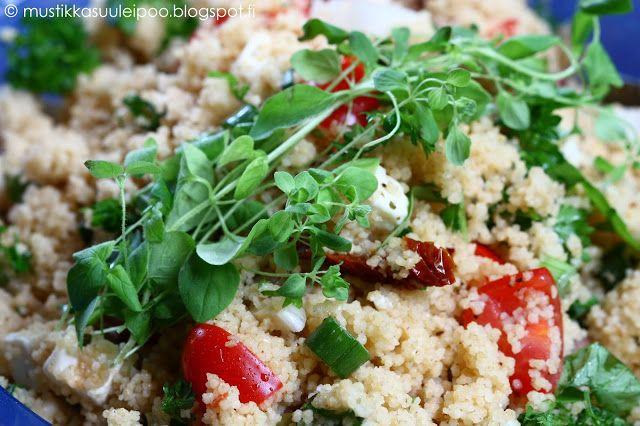 Lämmin couscous-salaatti