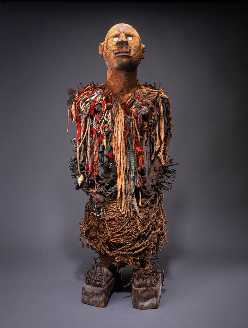 Nkisi nkondi by an Yombe artist and ritual specialist, Democratic Republic of Congo.