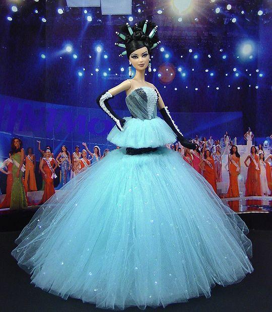 Miss Singapore 2011 – Vestido inspirado de los diseñadores holandeses Viktor & Rolf  - Alta costura Primavera Verano 2010.