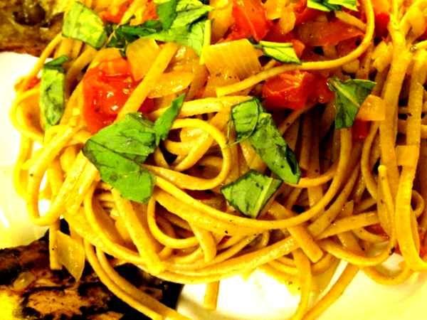 ¡Prueba nuestra nueva receta de espaguetis con berenjenas ecológicas rebozadas!  http://www.generacionnatura.org/recetas-cocina-ecologica/nuevas-recetas/receta/599-espaguetis-con-berenjenas-ecologicas.html