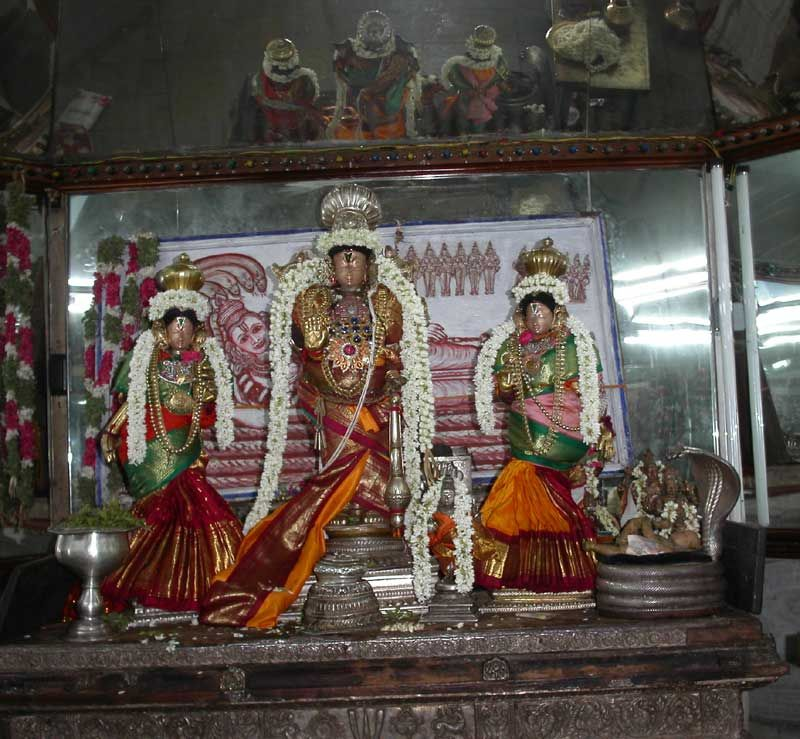 Tirukkudandai (Kumbhakonam) - This celebrated Vaishnava Divya Desam is located in the temple town of Kumbhakonam or Kudandai.   The Pancharanga Kshetrams along the course of the Kaveri are Srirangapatnam (Karnataka), Srirangam, Koyiladi (Anbil) and Kumbhakonam and Indalur (Mayiladuturai).