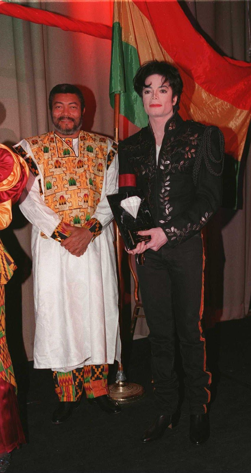 President of Ghana presents Michael Jackson with the