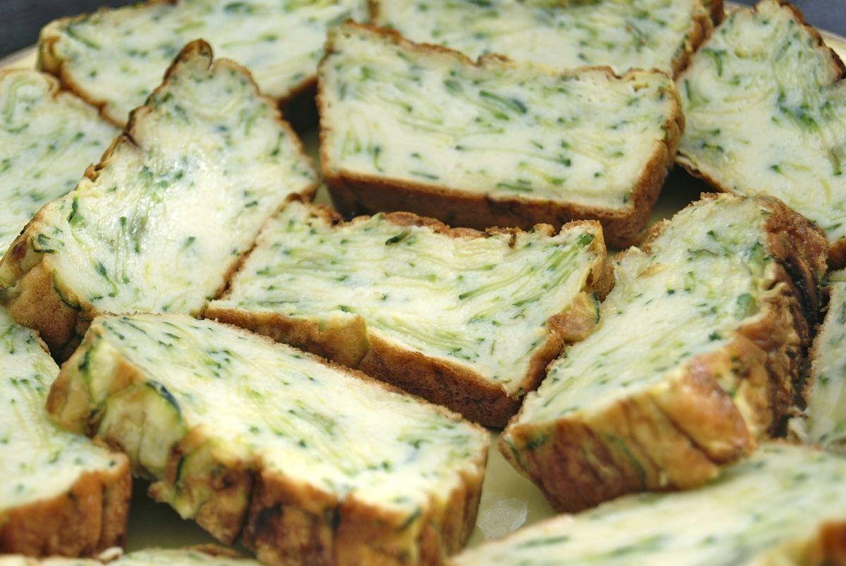 Gâteau invisible aux courgettes, basilic et parmesan - La ...