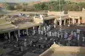 دليل لايفوتك سوق المجلس التراثي يقع هذا الموقع الأثري بالمذنب التي تقع بجنوب شرق منطقة القصي حيث يبعد سوق المجلس التراثي عن مدينة الحضري بحوالي 7 كم لا يفو