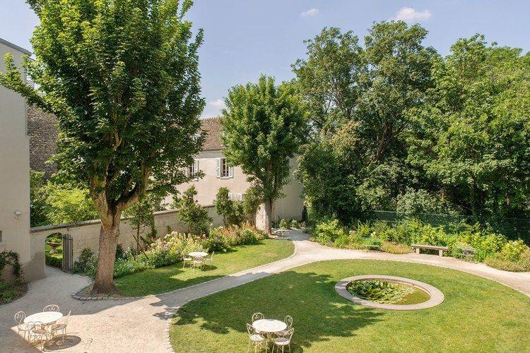 Vogue Insider Guide 9 Geheime Garten In Paris In 2020 Garten Geheime Garten Franzosischer Garten