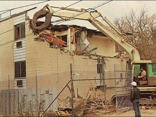 Jeffrey Dahmers Apartment Building The Oxford Apartments 924 North 25th Street No 213 Milwaukee Winsconsin Whole Complex Was Torn Down