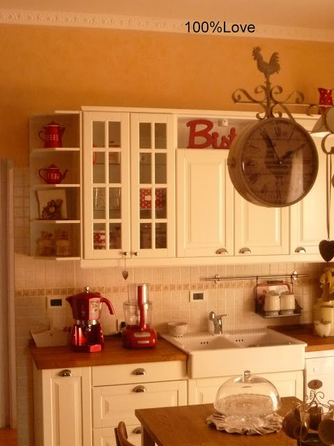 Yes, you can paint an old kitchen cabinet with shelves in complete white and make this lovely wooden wall cabinet to organize your bathroom spaces with. 100 Love La Mia Cucina Cucina Shabby Chic Cucina Ikea Ristrutturazione Della Cucina