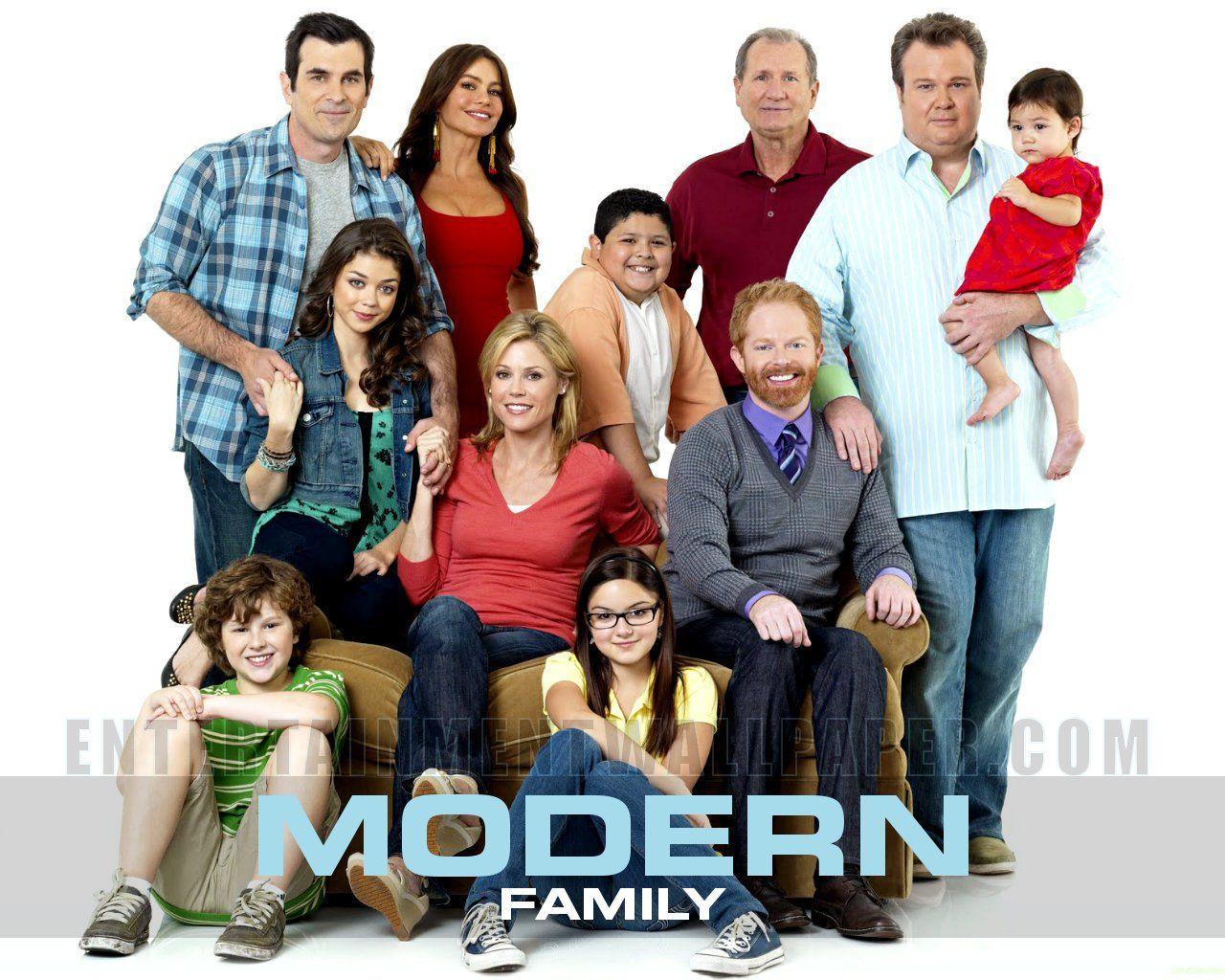 Best Comedy On Tv Present Modern Family Episodes Modern Family Family Tv