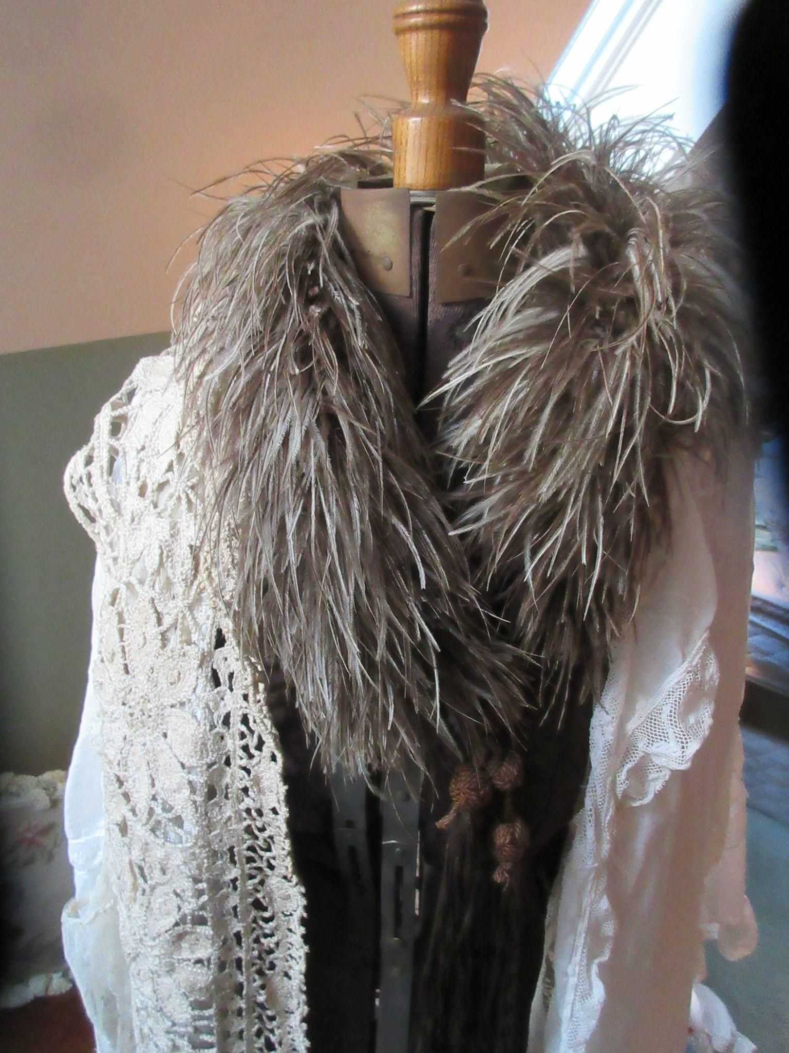 78ed431d85d Deco Ostrich Feather Boa 1920s 30s Flapper Tassels Vintage Grey Burlesque  Stole Collar