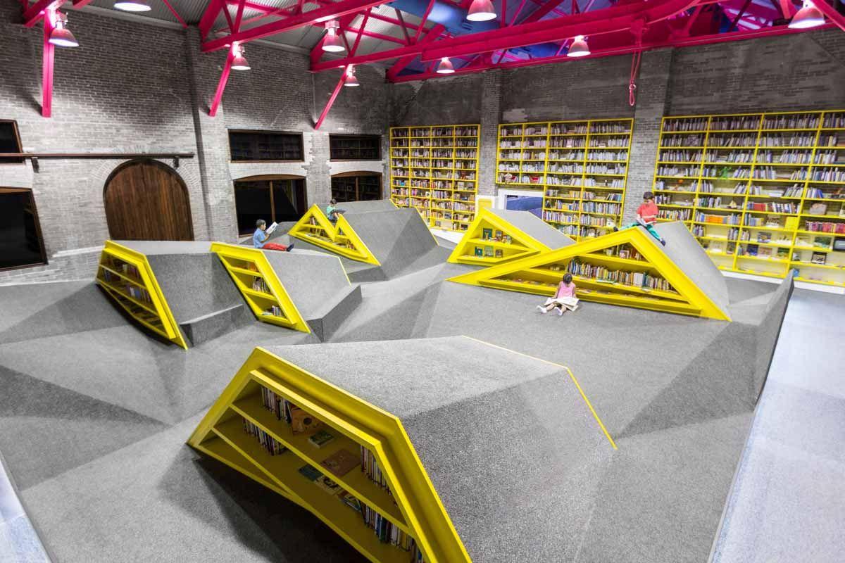 Monterrey, Mexico. Niños Conarte, Reading Platform