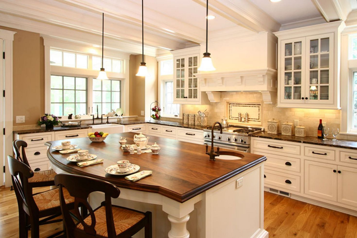 12 Beautiful Simple French Country Kitchen Ideas For Small Space Decorits In 2020 Modern Country Kitchens Country Kitchen Country White Kitchen