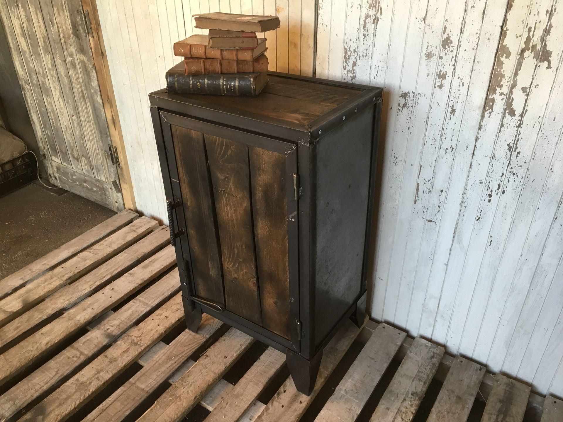 Meuble confiturier en acier et bois d co industrielle confiturier mobilier de salon et bois - Meuble confiturier ...
