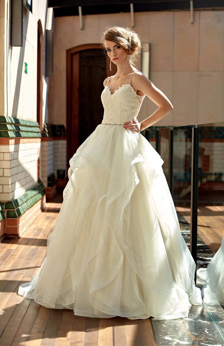 Brautkleid; Hochzeitskleid; A-Linie; Volant Rock, Spitze im