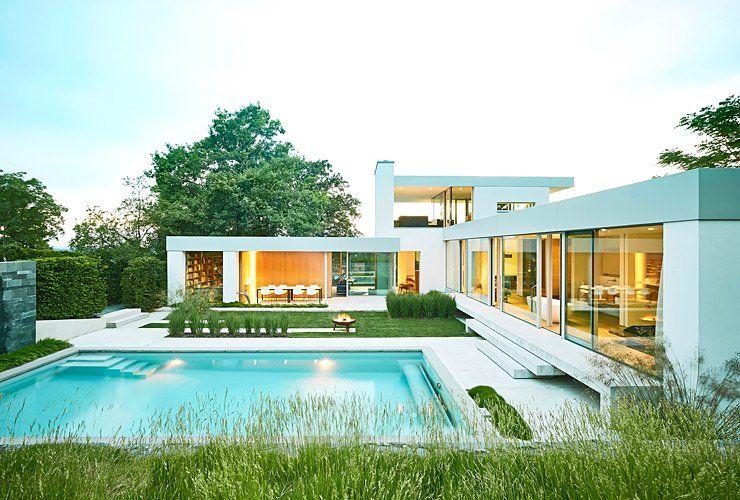 Moderne luxushäuser mit pool  Umgebauter Bungalow in Hanglage: Lichtdurchflutete Flachdachvilla ...