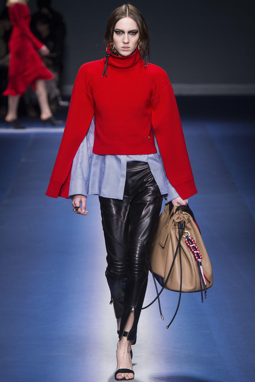 2142e6150026  Versace  fashion  Koshchenets Versace Fall 2017 Ready-to-Wear Collection  Photos - Vogue