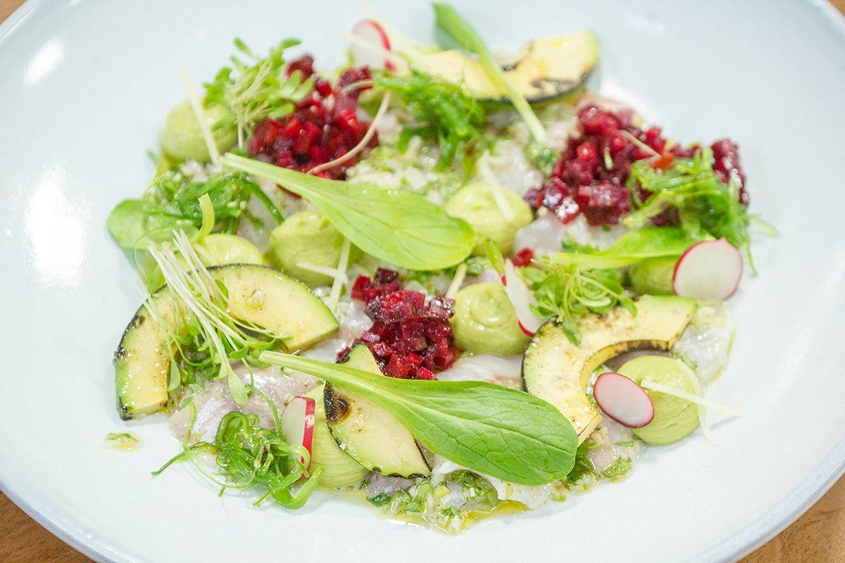 Moederdag met Jelle Cleymans: Gemarineerde zeebaars met limoen, avocado en rode biet