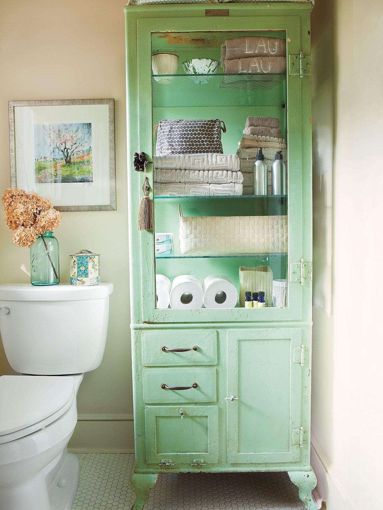 Bathrooms Made For Relaxing Trendy Bathroom Chic Bathrooms Shabby Chic Bathroom [ 1775 x 1333 Pixel ]