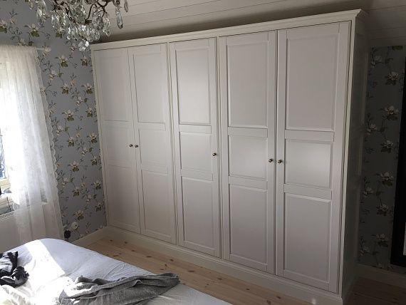 Stommar IKEA Pax, med dörrar TYSSEDAL pyntade med golvlist