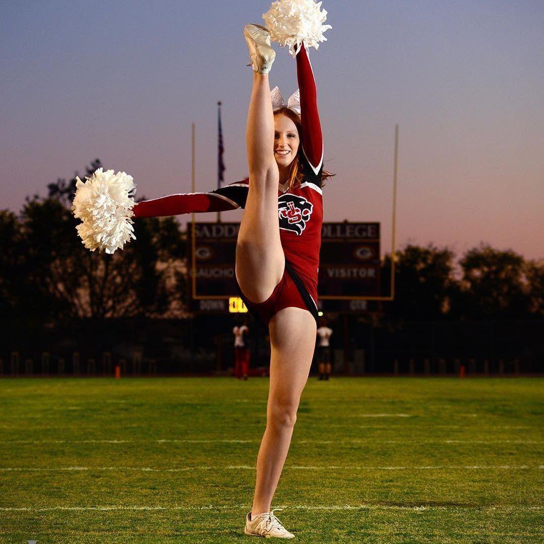 college-cheerleaders-leg