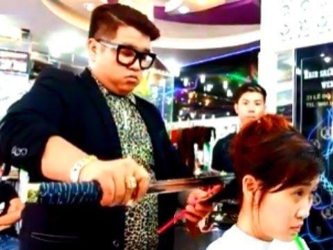 Peluquería Corta el pelo con un espada del Samurai y es muy buena en eso !  | Voxpopulix.com