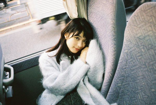車内でゆったり芳根京子