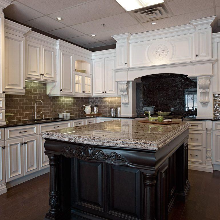 armoires de cuisine classique en bois avec comptoir de granit - Cuisine Classique En Bois Massif