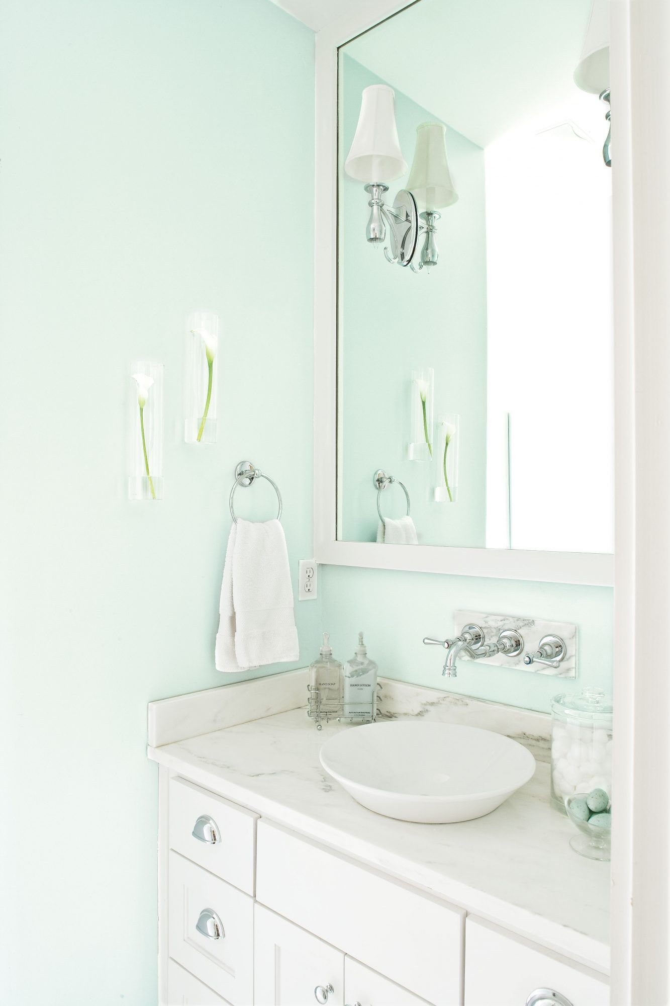 Bathrooms Made For Relaxing In 2020 Brown Bathroom Decor Small Bathroom Paint Mint Green Bathrooms
