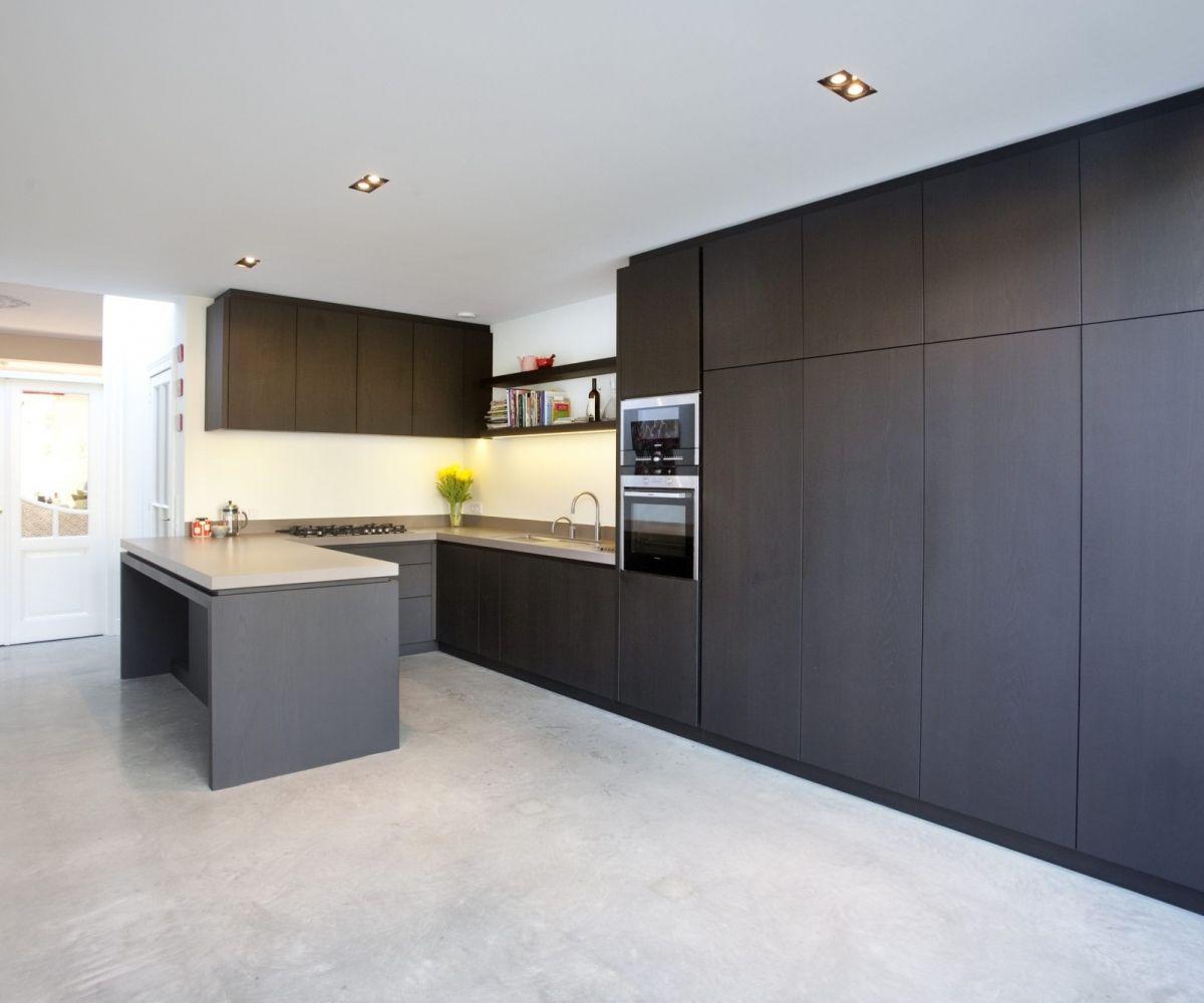 Trendy houten keuken. af te werken in iedere kleurbeits naar keuze